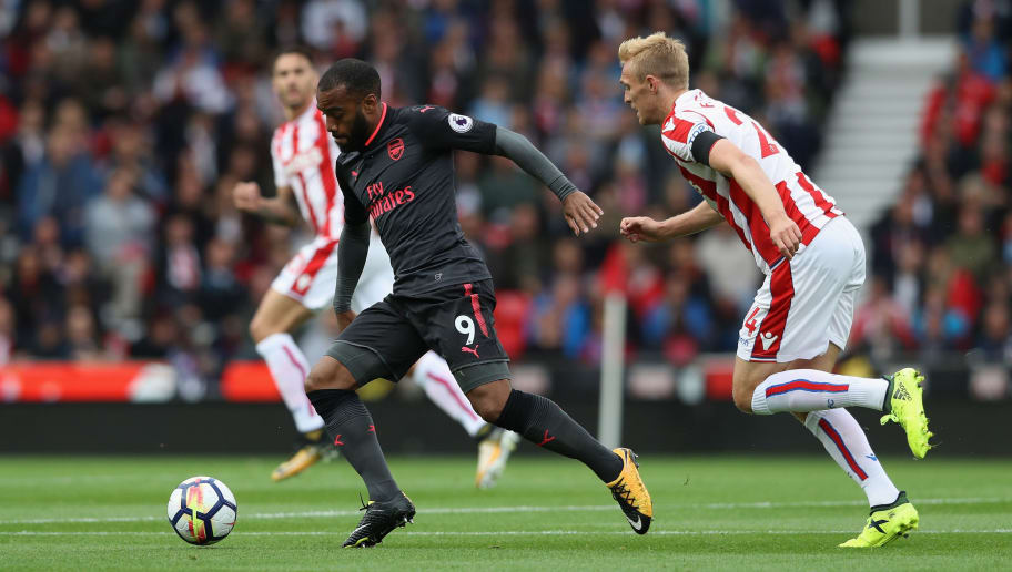 STOKE ON TRENT, ENGLAND - AUGUST 19:  Alexandre Lacazette of Arsenal moves away from Darren Fletcher during the Premier League match between Stoke City and Arsenal at Bet365 Stadium on August 19, 2017 in Stoke on Trent, England.  (Photo by David Rogers/Getty Images)