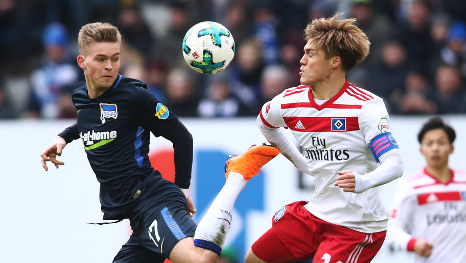 HAMBURG, GERMANY - MARCH 17:  Gotoku Sakai (R) of Hamburg and Maximilian Mittelstaedt (L) of Berlin compete for the ball during the Bundesliga match between Hamburger SV and Hertha BSC at Volksparkstadion on March 17, 2018 in Hamburg, Germany.  (Photo by Oliver Hardt/Bongarts/Getty Images)