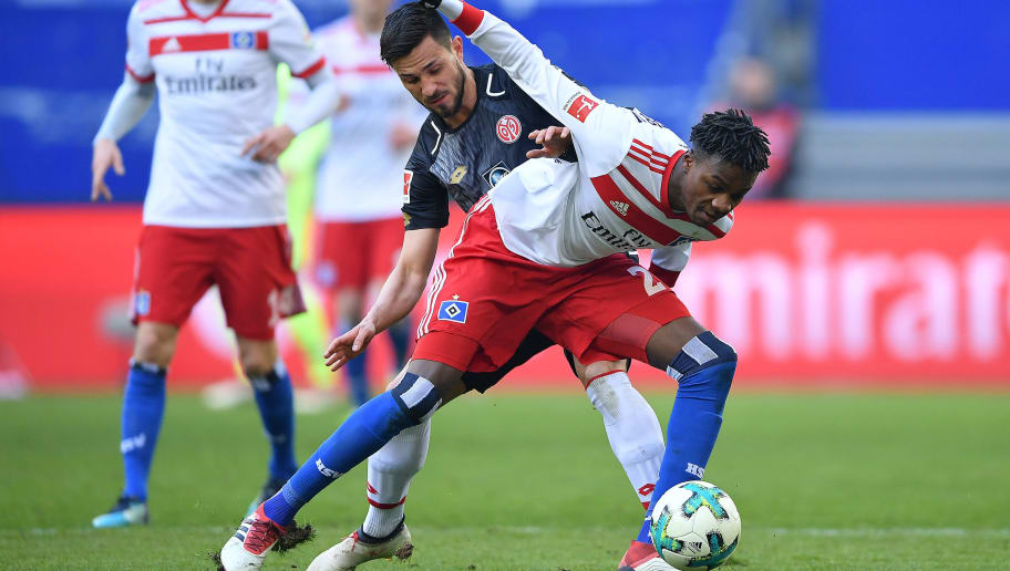 HAMBURG, GERMANY - MARCH 03: Gideon Jung of Hamburg (l) fights for the ball with Yoshinori Muto of Mainz during the Bundesliga match between Hamburger SV and 1. FSV Mainz 05 at Volksparkstadion on March 3, 2018 in Hamburg, Germany. (Photo by Stuart Franklin/Bongarts/Getty Images)