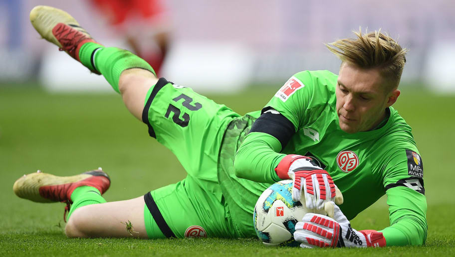FRANKFURT AM MAIN, GERMANY - MARCH 17: Goalkeeper Florian Mueller of Mainz holds the ball during the Bundesliga match between Eintracht Frankfurt and 1. FSV Mainz 05 at Commerzbank-Arena on March 17, 2018 in Frankfurt am Main, Germany. (Photo by Matthias Hangst/Bongarts/Getty Images)