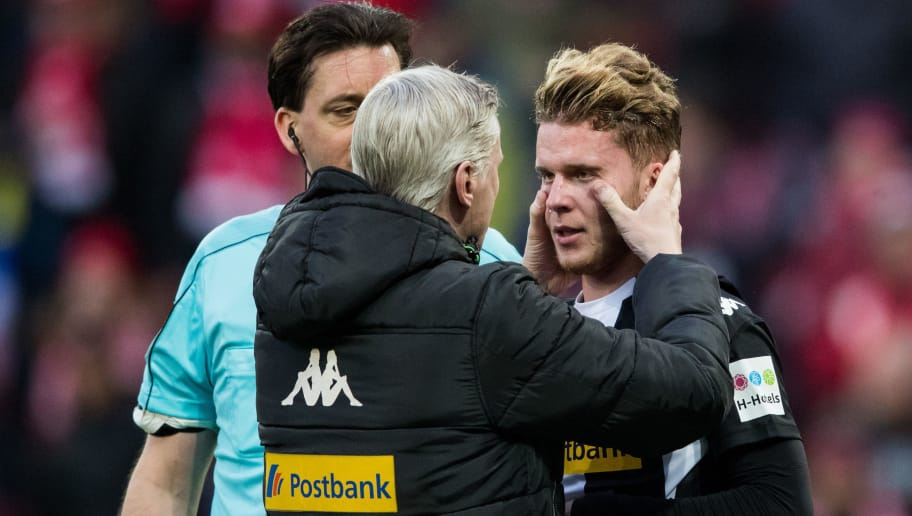 MAINZ, GERMANY - APRIL 01: Nico Elvedi of Moenchengladbach is injured during the Bundesliga match between 1. FSV Mainz 05 and Borussia Moenchengladbach at Opel Arena on April 1, 2018 in Mainz, Germany. (Photo by Simon Hofmann/Bongarts/Getty Images)