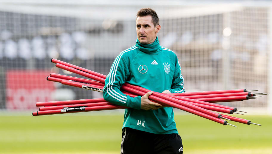 BERLIN, BERLIN - MARCH 26:  Assistant coach Miroslav Klose attends the training session of the German National Team at Olympiastadion on March 26, 2018 in Berlin, Germany.  (Photo by Boris Streubel/Bongarts/Getty Images)