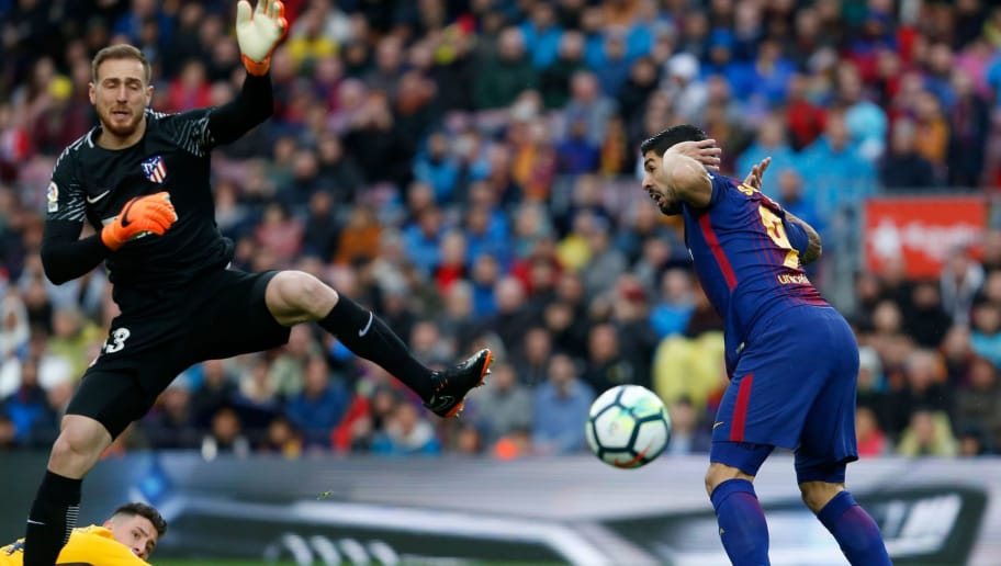 Barcelona's Uruguayan forward Luis Suarez (R) vies with Atletico Madrid's Slovenian goalkeeper Jan Oblak during the Spanish league football match FC Barcelona against Club Atletico de Madrid at the Camp Nou stadium in Barcelona on March 04, 2018. / AFP PHOTO / Pau Barrena        (Photo credit should read PAU BARRENA/AFP/Getty Images)