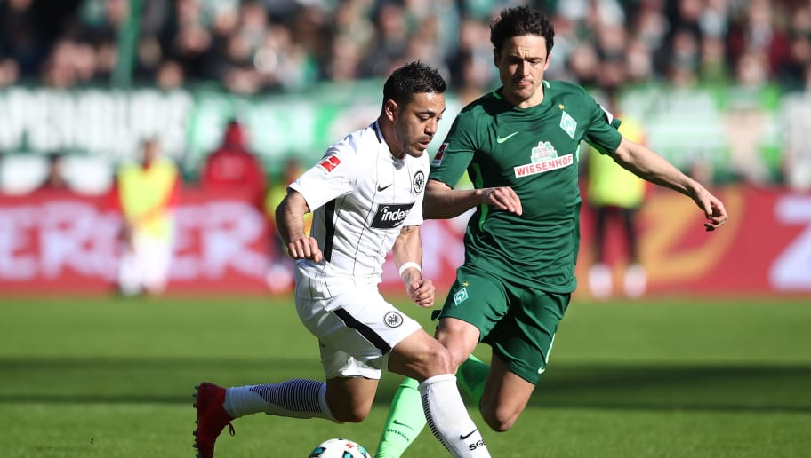 BREMEN, GERMANY - APRIL 01: Thomas Delaney (R) of Bremen and Marco Fabian (L) of Frankfurt compete for the ball during the Bundesliga match between SV Werder Bremen and Eintracht Frankfurt at Weserstadion on April 1, 2018 in Bremen, Germany.  (Photo by Oliver Hardt/Bongarts/Getty Images)