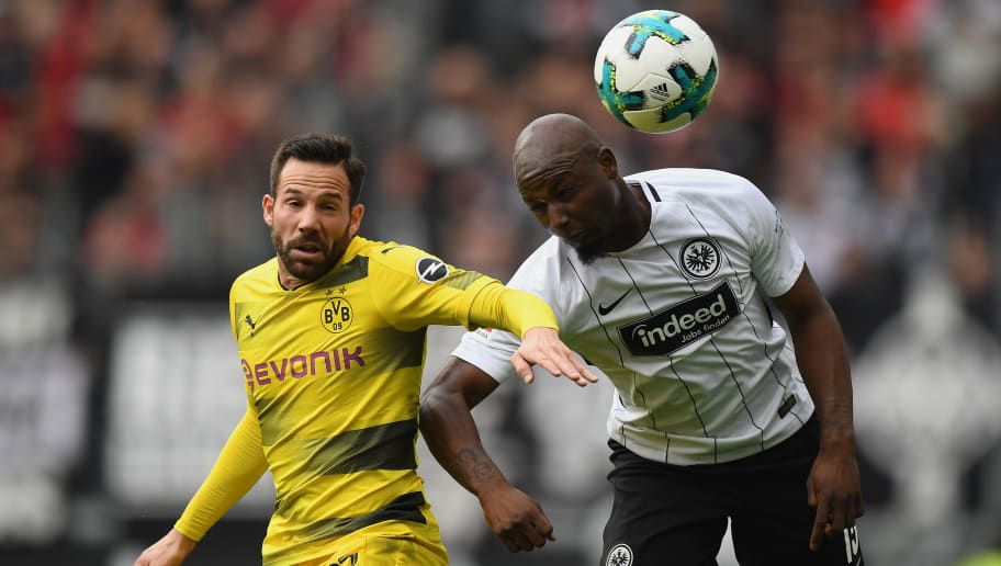 FRANKFURT AM MAIN, GERMANY - OCTOBER 21: Gonzalo Castro of Dortmund (l) and Jetro Willems of Frankfurt fight for the ball during the Bundesliga match between Eintracht Frankfurt and Borussia Dortmund at Commerzbank-Arena on October 21, 2017 in Frankfurt am Main, Germany. (Photo by Matthias Hangst/Bongarts/Getty Images)