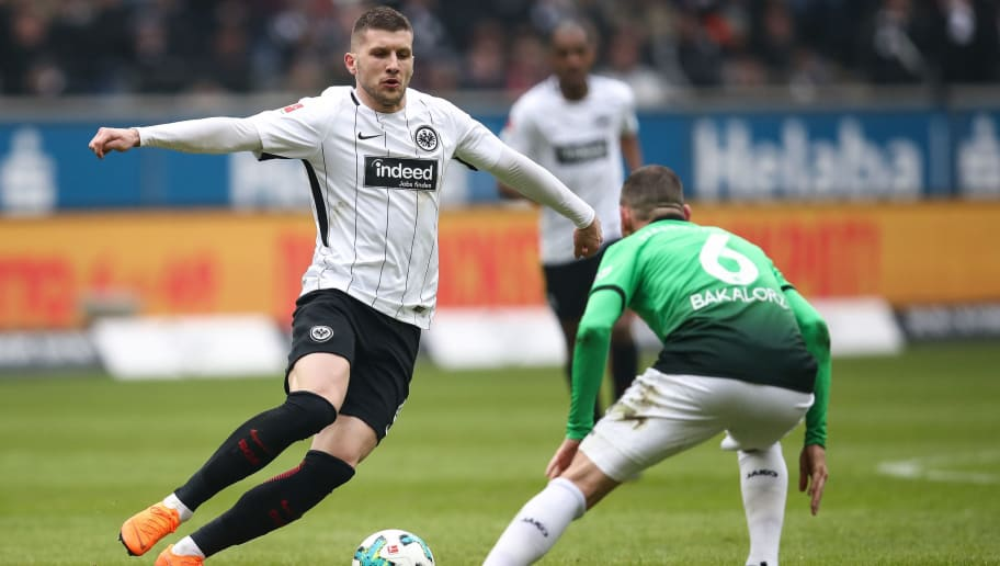 FRANKFURT AM MAIN, GERMANY - MARCH 03: Ante Rebic #4 of Eintracht Frankfurt and Marvin Bakalorz #6 of Hannover 96 battle for the ball during the Bundesliga match between Eintracht Frankfurt and Hannover 96 at Commerzbank-Arena on March 3, 2018 in Frankfurt am Main, Germany. (Photo by Maja Hitij/Bongarts/Getty Images)