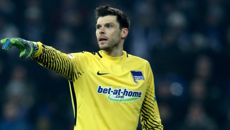 GELSENKIRCHEN, GERMANY - MARCH 03: Rune Jarstein of Berlin issues instructions during the Bundesliga match between FC Schalke 04 and Hertha BSC at Veltins-Arena on March 3, 2018 in Gelsenkirchen, Germany. (Photo by Christof Koepsel/Bongarts/Getty Images)