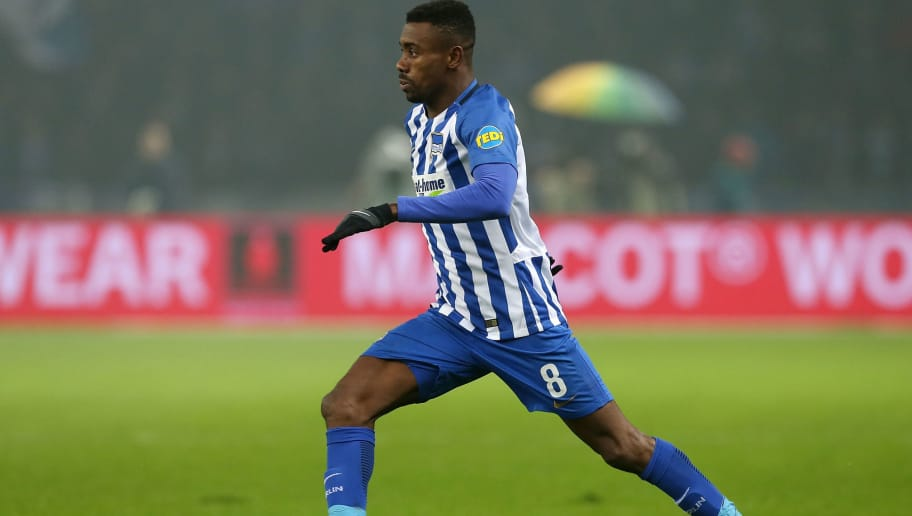 BERLIN, GERMANY - MARCH 31:  Salomon Kalou of Berlin runs with the ball during the Bundesliga match between Hertha BSC and VFL Wolfsburg at Olympiastadion on March 31, 2018 in Berlin, Germany.  (Photo by Matthias Kern/Bongarts/Getty Images)