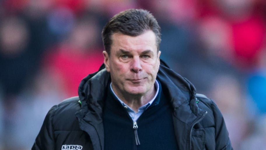 MAINZ, GERMANY - APRIL 01: Head coach Dieter Hecking of Moenchengladbach reacts during the Bundesliga match between 1. FSV Mainz 05 and Borussia Moenchengladbach at Opel Arena on April 1, 2018 in Mainz, Germany. (Photo by Simon Hofmann/Bongarts/Getty Images)