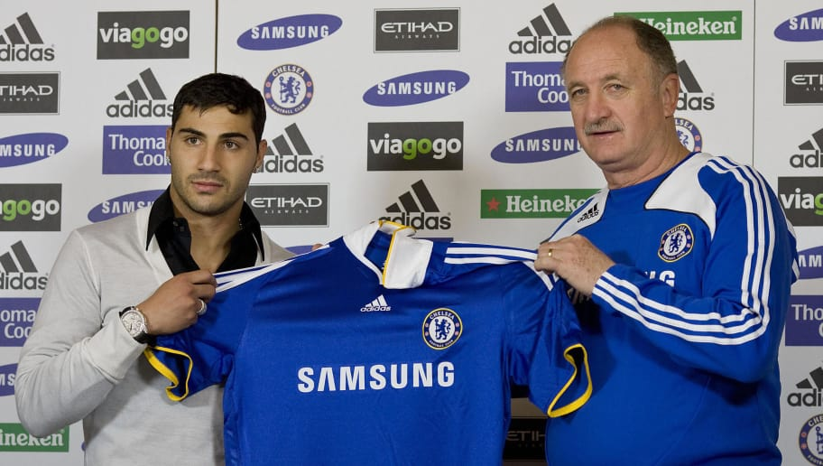 Chelsea new signing Ricardo Quaresma (L) and Manager Luiz Felipe Scolari pose for photograhers at Chelsea training ground in Cobham, Surrey, on February 6, 2009. AFP PHOTO/Ben Stansall (Photo credit should read BEN STANSALL/AFP/Getty Images)