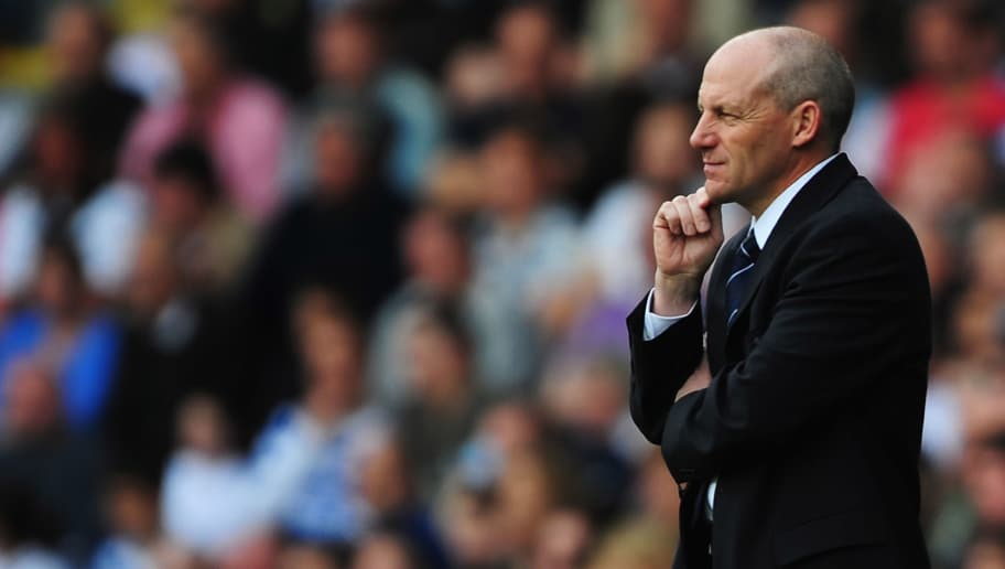 READING, UNITED KINGDOM - MAY 03:  Reading Manager Steve Coppell looks on from the sidelines during the Barclays Premier League match between Reading and Tottenham Hotspur at the Madjeski Stadium on May 3, 2008 in Reading, England.  (Photo by Shaun Botterill/Getty Images)