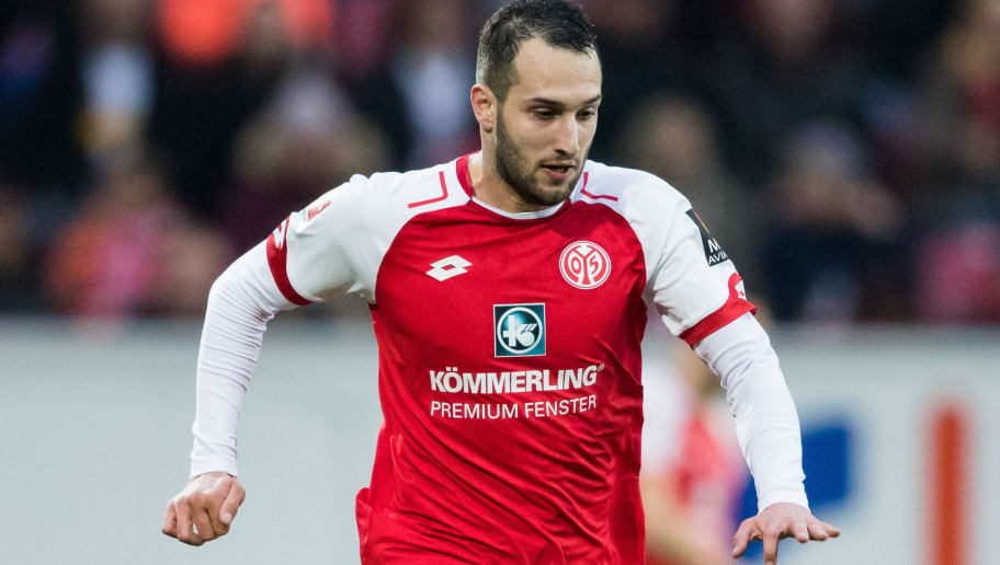 MAINZ, GERMANY - APRIL 01: Levin Oeztunali of Mainz controls the ball during the Bundesliga match between 1. FSV Mainz 05 and Borussia Moenchengladbach at Opel Arena on April 1, 2018 in Mainz, Germany. (Photo by Simon Hofmann/Bongarts/Getty Images)