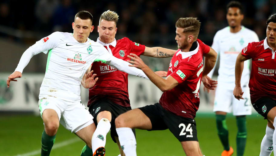 HANOVER, GERMANY - APRIL 06: Felix Klaus (C) and Niclas Fuellkrug #24 of Hannover and Maximilian Eggestein of Bremen battle for the ball during the Bundesliga match between Hannover 96 and SV Werder Bremen at HDI-Arena on April 6, 2018 in Hanover, Germany.  (Photo by Martin Rose/Bongarts/Getty Images)