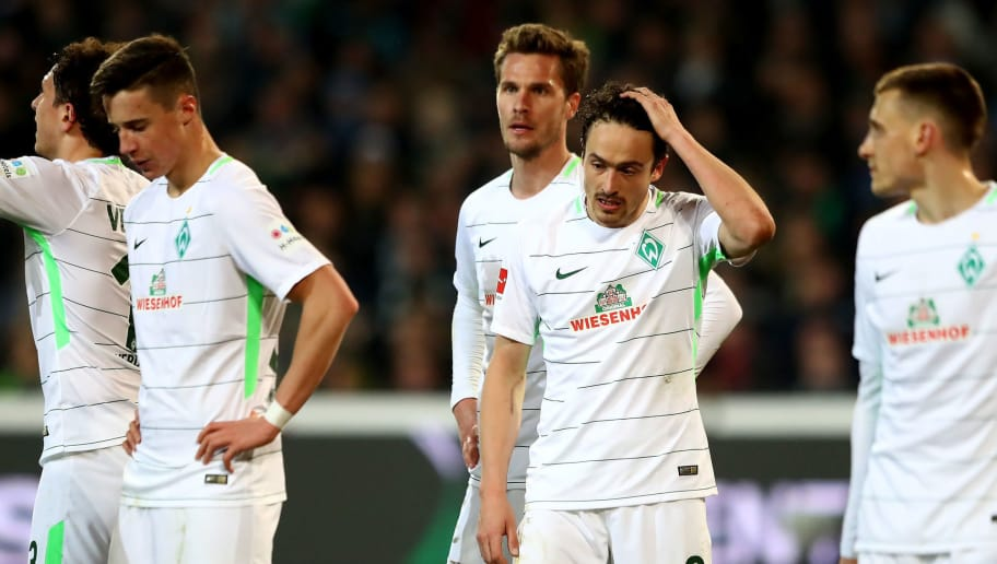 HANOVER, GERMANY - APRIL 06:  Team members of Bremen look dejected during the Bundesliga match between Hannover 96 and SV Werder Bremen at HDI-Arena on April 6, 2018 in Hanover, Germany.  (Photo by Martin Rose/Bongarts/Getty Images)