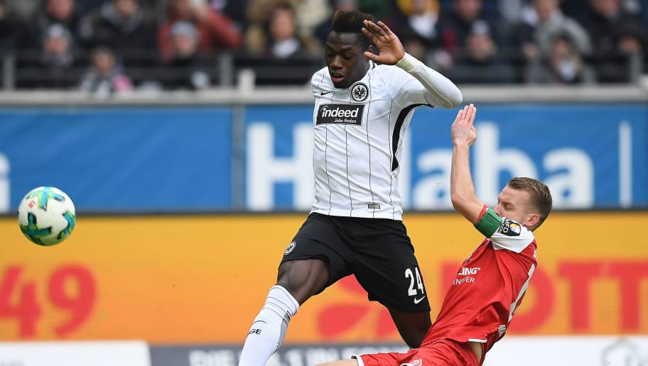 FRANKFURT AM MAIN, GERMANY - MARCH 17: Danny da Costa of Frankfurt (l) fights for the ball with Daniel Brosinski of Mainz during the Bundesliga match between Eintracht Frankfurt and 1. FSV Mainz 05 at Commerzbank-Arena on March 17, 2018 in Frankfurt am Main, Germany. (Photo by Matthias Hangst/Bongarts/Getty Images)
