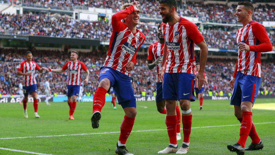 MADRID, SPAIN - APRIL 08: Antoine Griezmann (L) of Atletico de Madrid celebrates scoring their opening goal with teammate Diego Costa (R) during the La Liga match between Real Madrid CF and Club Atletico de Madrid at Estadio Santiago Bernabeu on April 8, 2018 in Madrid, Spain. (Photo by Gonzalo Arroyo Moreno/Getty Images)