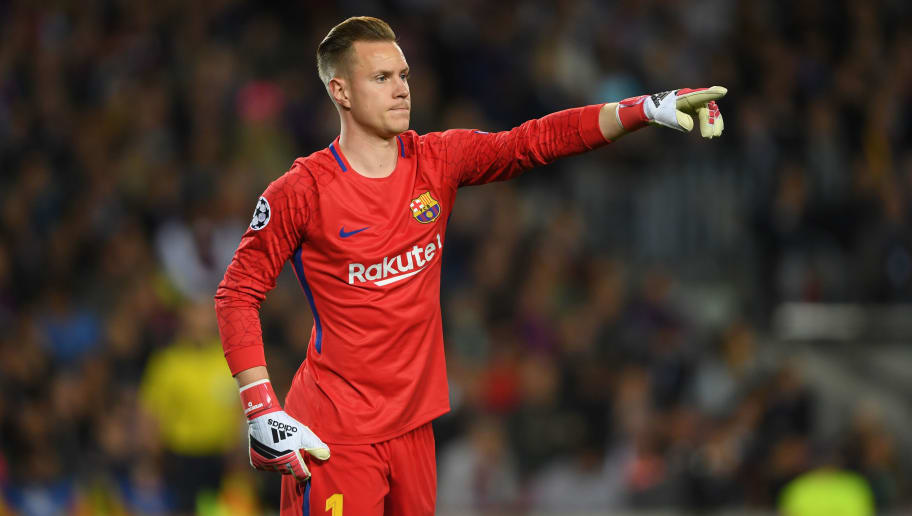 BARCELONA, SPAIN - APRIL 04:  Marc-Andre ter Stegen of Barcelona points during the UEFA Champions League Quarter Final Leg One between FC Barcelona and AS Roma at Camp Nou on April 4, 2018 in Barcelona, Spain.  (Photo by Mike Hewitt/Getty Images)