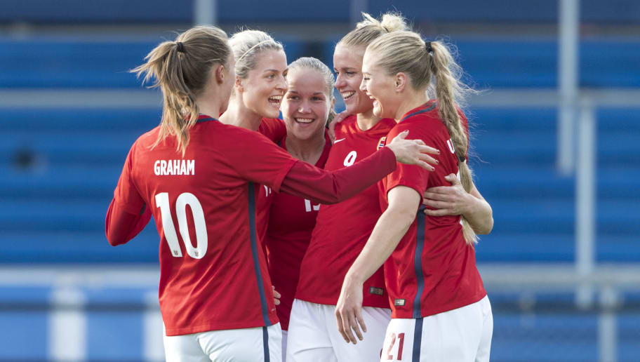 SARPSBORG, NORWAY - SEPTEMBER 19: Caroline Graham Hansen, Ingrid Marie Spord, Guro Reiten, Elise Thorsnes and Lisa Marie Utland of Norway celebrate a goal during the FIFA 2018 World Cup Qualifier between Norway and Slovakia at Sarpsborg Stadion on September 19, 2017 in Sarpsborg, . (Photo by Trond Tandberg/Getty Images)