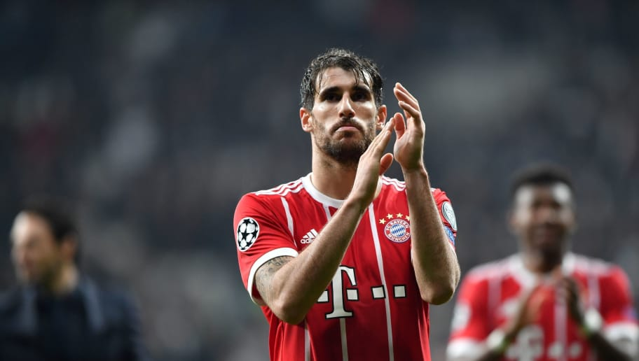Bayern Munich's Spanish midfielder Javier Martinez applauds supporters after the second leg of the last 16 UEFA Champions League football match between Besiktas and Bayern Munich at Besiktas Park in Istanbul on March 14, 2018.  / AFP PHOTO / Bulent Kilic        (Photo credit should read BULENT KILIC/AFP/Getty Images)
