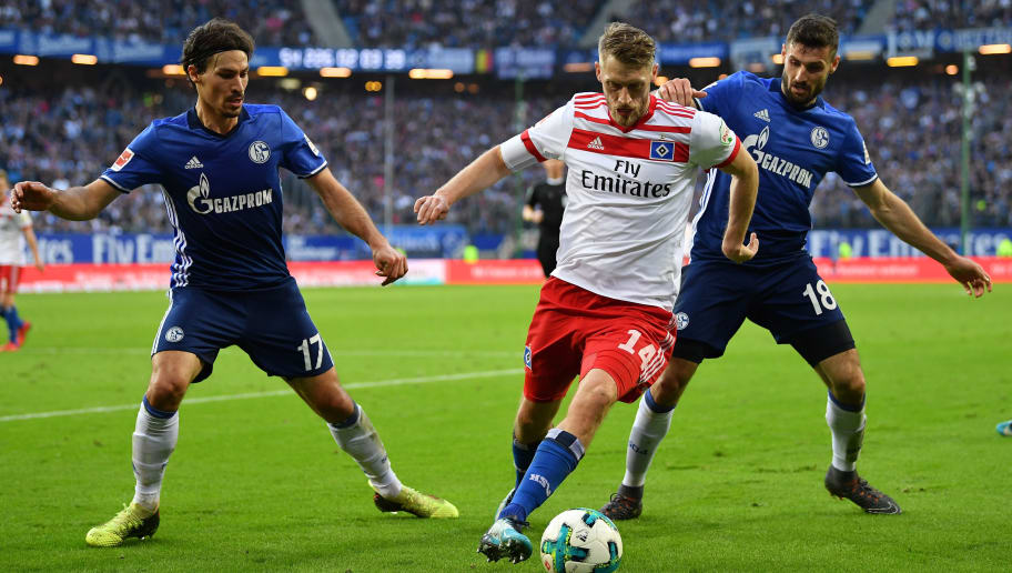 HAMBURG, GERMANY - APRIL 07:  Aaron Hunt of Hamburg is challenged by Daniel Caligiuri of Schalke during the Bundesliga match between Hamburger SV and FC Schalke 04 at Volksparkstadion on April 7, 2018 in Hamburg, Germany.  (Photo by Stuart Franklin/Bongarts/Getty Images)