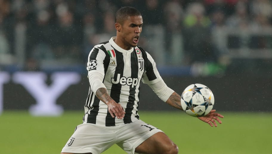 TURIN, ITALY - APRIL 03:  Douglas Costa of Juventus FC controls the ball during the UEFA Champions League Quarter Final Leg One match between Juventus and Real Madrid at Allianz Stadium on April 3, 2018 in Turin, Italy.  (Photo by Emilio Andreoli/Getty Images)