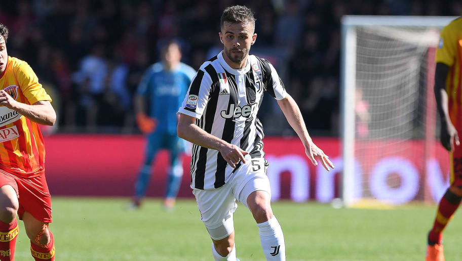 BENEVENTO, ITALY - APRIL 07:  Miralem Pjanic of Juventus in action during the serie A match between Benevento Calcio and Juventus at Stadio Ciro Vigorito on April 7, 2018 in Benevento, Italy.  (Photo by Francesco Pecoraro/Getty Images)