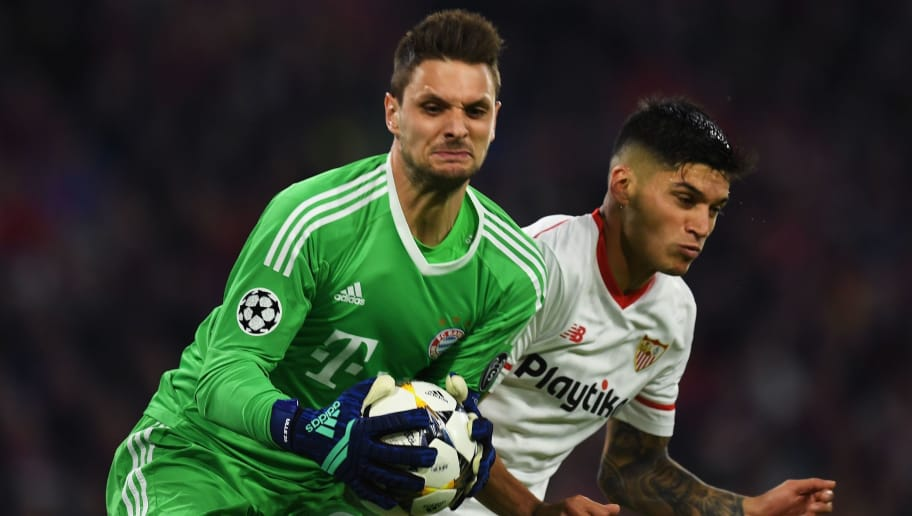 Bayern Munich's German goalkeeper Sven Ulreich (L) and Sevilla's Argentinian midfielder Joaquin Correa vie for the ball during the UEFA Champions League quarter-final second leg football match between FC Bayern Munich and Sevilla FC on April 11, 2018 in Munich, southern Germany. / AFP PHOTO / Christof STACHE        (Photo credit should read CHRISTOF STACHE/AFP/Getty Images)