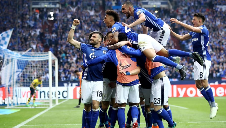 GELSENKIRCHEN, GERMANY - APRIL 15:  Yevhen Konoplyanka of Schalke celebrate with his team mates after he scores the opening goal  during the Bundesliga match between FC Schalke 04 and Borussia Dortmund at Veltins-Arena on April 15, 2018 in Gelsenkirchen, Germany.  (Photo by Alex Grimm/Bongarts/Getty Images)