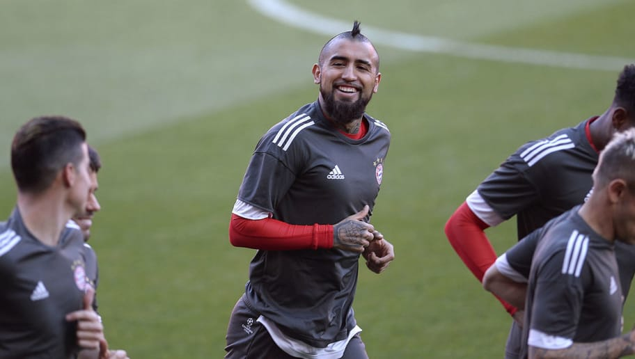 Bayern Munich's Chilean midfielder Arturo Vidal runs with teammates during a training session at the Ramon Sanchez Pizjuan Stadium in Sevilla on April 2, 2018 on the eve of the UEFA Champions League quarter-final football match between Sevilla and Bayern Munich. / AFP PHOTO / Cristina Quicler        (Photo credit should read CRISTINA QUICLER/AFP/Getty Images)