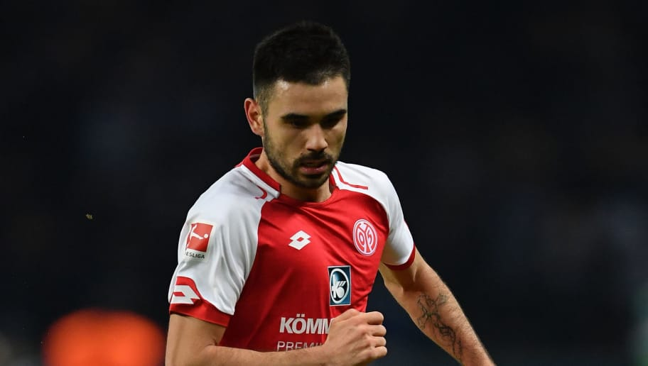 BERLIN, GERMANY - FEBRUARY 16:  Gerrit Holtmann of Mainz in action during the Bundesliga match between Hertha BSC and 1. FSV Mainz 05 at Olympiastadion on February 16, 2018 in Berlin, Germany.  (Photo by Stuart Franklin/Bongarts/Getty Images )