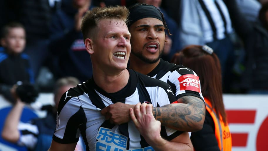 NEWCASTLE UPON TYNE, ENGLAND - APRIL 15:  Matt Ritchie of Newcastle United celebrates after scoring his sides second goal with Deandre Yedlin of Newcastle United during the Premier League match between Newcastle United and Arsenal at St. James Park on April 15, 2018 in Newcastle upon Tyne, England.  (Photo by Alex Livesey/Getty Images)