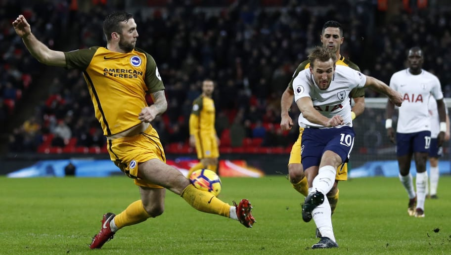 Brighton Irish defender Shane Duffy (L) blocks this attempt by Tottenham Hotspur's English striker Harry Kane during the English Premier League football match between Tottenham Hotspur and Brighton and Hove Albion at Wembley Stadium in London, on December 13, 2017. / AFP PHOTO / Adrian DENNIS / RESTRICTED TO EDITORIAL USE. No use with unauthorized audio, video, data, fixture lists, club/league logos or 'live' services. Online in-match use limited to 75 images, no video emulation. No use in betting, games or single club/league/player publications.  /         (Photo credit should read ADRIAN DENNIS/AFP/Getty Images)