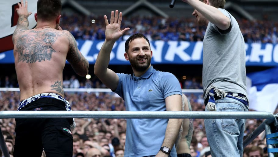 GELSENKIRCHEN, GERMANY - APRIL 15:  Domenico Tedesco, head coach of Schalke celebrates after the Bundesliga match between FC Schalke 04 and Borussia Dortmund at Veltins-Arena on April 15, 2018 in Gelsenkirchen, Germany.  (Photo by Alex Grimm/Bongarts/Getty Images)