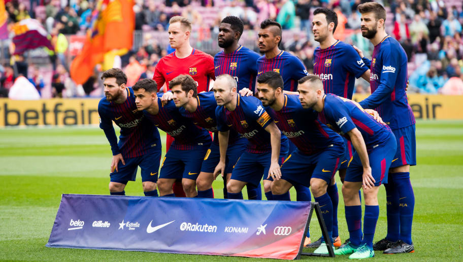 BARCELONA, SPAIN - APRIL 14: FC Barcelona players pose for a team photo before the La Liga match between Barcelona and Valencia at Camp Nou on April 14, 2018 in Barcelona, Spain. (Photo by Alex Caparros/Getty Images)