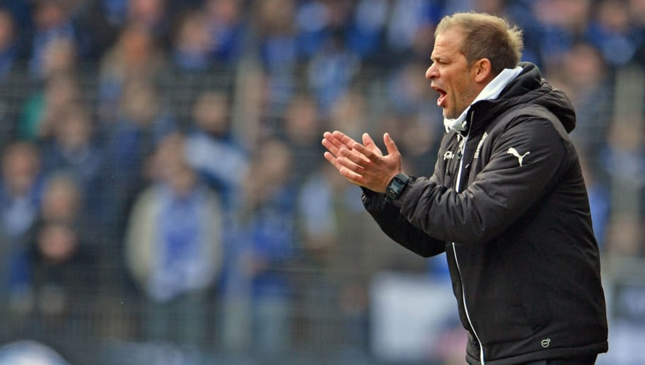 BIELEFELD, GERMANY - APRIL 01: Head coach Markus Anfang of Kiel reacts during the Second Bundesliga match between DSC Arminia Bielefeld and Holstein Kiel at Schueco Arena on April 1, 2018 in Bielefeld, Germany. (Photo by Thomas Starke/Bongarts/Getty Images)
