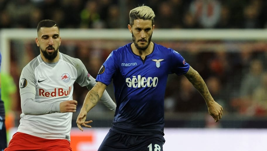 SALZBURG, SALISBURGO - APRIL 12:  Luis Alberto of SS lazio competes for the ball with Valon Berisha of RB Salzburg during the UEFA Europa League quarter final leg two match between RB Salzburg and Lazio Roma at  on April 12, 2018 in Salzburg, Austria.  (Photo by Marco Rosi/Getty Images)