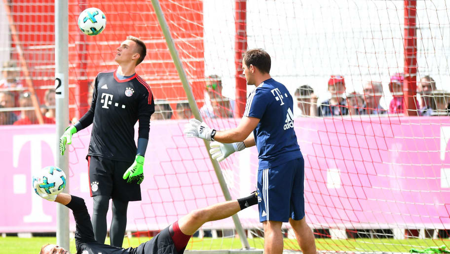 MUNICH, GERMANY - JULY 01: Goal keeper Tom Starke of FC Bayern Muenchen trains with goalkeeping coach Toni Tapalovic and goal keeper Leo Weinkauf during a training session at Saebener Strasse training ground on July 1, 2017 in Munich, Germany. (Photo by Sebastian Widmann/Bongarts/Getty Images)