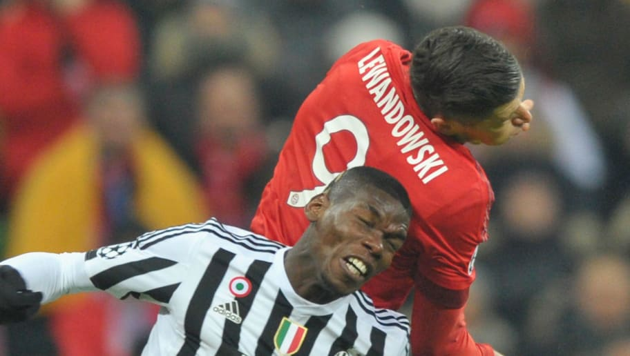 MUNICH, BAVARIA - MARCH 16:  Robert Lewandowski (R) of Bayern Muenchen challenges Paul Pogba of Juventus Turin during the UEFA Champions League Round of 16 second leg match between FC Bayern Muenchen and Juventus Turin at Allianz Arena on March 16, 2016 in Munich, Germany.  (Photo by Lennart Preiss/Bongarts/Getty Images)