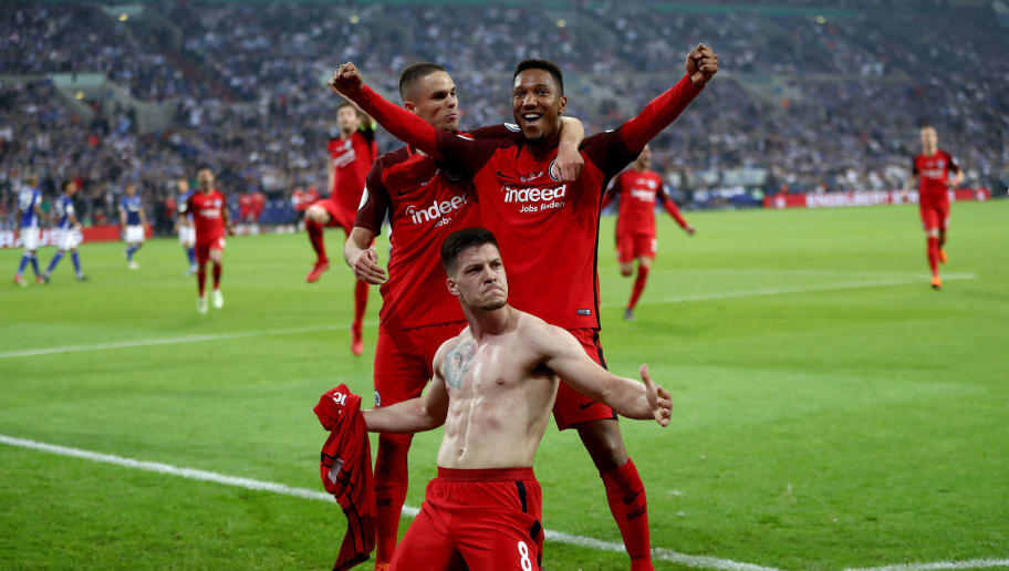 GELSENKIRCHEN, GERMANY - APRIL 18:  Luka Jovic #8 of Frankfurt celebrate with his team mates after he scores the opening goal during the Bundesliga match between FC Schalke 04 and Eintracht Frankfurt at Veltins-Arena on April 18, 2018 in Gelsenkirchen, Germany.  (Photo by Alex Grimm/Bongarts/Getty Images)