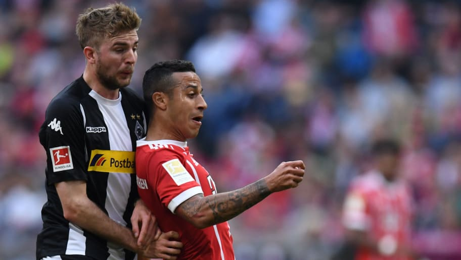 Bayern Munich's Spanish midfielder Thiago Alcantara and Moenchengladbach's midfielder Christoph Kramer (L) vie for the ball during the German first division Bundesliga football match FC Bayern Munich vs Borussia Moenchengladbach in Munich, southern Germany, on April 14, 2018. / AFP PHOTO / Christof STACHE / RESTRICTIONS: DURING MATCH TIME: DFL RULES TO LIMIT THE ONLINE USAGE TO 15 PICTURES PER MATCH AND FORBID IMAGE SEQUENCES TO SIMULATE VIDEO. == RESTRICTED TO EDITORIAL USE == FOR FURTHER QUERIES PLEASE CONTACT DFL DIRECTLY AT + 49 69 650050  / RESTRICTIONS: DURING MATCH TIME: DFL RULES TO LIMIT THE ONLINE USAGE TO 15 PICTURES PER MATCH AND FORBID IMAGE SEQUENCES TO SIMULATE VIDEO. == RESTRICTED TO EDITORIAL USE == FOR FURTHER QUERIES PLEASE CONTACT DFL DIRECTLY AT + 49 69 650050        (Photo credit should read CHRISTOF STACHE/AFP/Getty Images)
