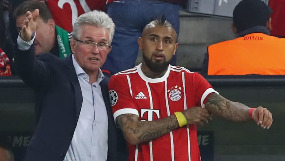 MUNICH, GERMANY - OCTOBER 18:  Head coach Jupp Heynckes of Bayern Muenchen talks to his player Arturo Vidal during the UEFA Champions League group B match between Bayern Muenchen and Celtic FC at Allianz Arena on October 18, 2017 in Munich, Germany.  (Photo by Alexander Hassenstein/Bongarts/Getty Images)