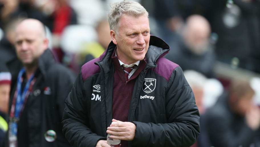 LONDON, ENGLAND - MARCH 31:  West Ham United manager David Moyes gestures during the Premier League match between West Ham United and Southampton at London Stadium on March 31, 2018 in London, England.  (Photo by Alex Morton/Getty Images)