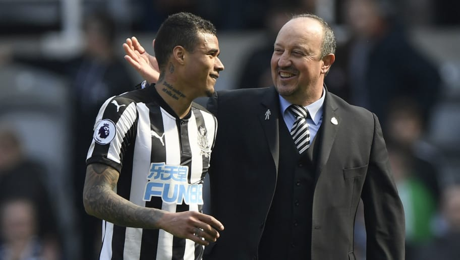 NEWCASTLE UPON TYNE, ENGLAND - APRIL 15: Kenedy of Newcastle United celebrates victory with Rafael Benitez, Manager of Newcastle United after the Premier League match between Newcastle United and Arsenal at St. James Park on April 15, 2018 in Newcastle upon Tyne, England.  (Photo by Stu Forster/Getty Images)