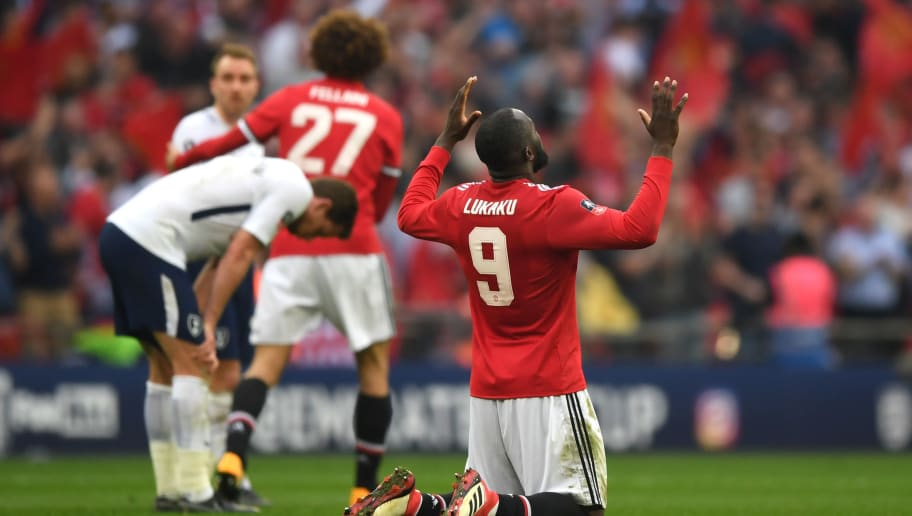 LONDON, ENGLAND - APRIL 21:  Romelu Lukaku of Manchester United celebrates his sides victory after The Emirates FA Cup Semi Final match between Manchester United and Tottenham Hotspur at Wembley Stadium on April 21, 2018 in London, England.  (Photo by Shaun Botterill/Getty Images)