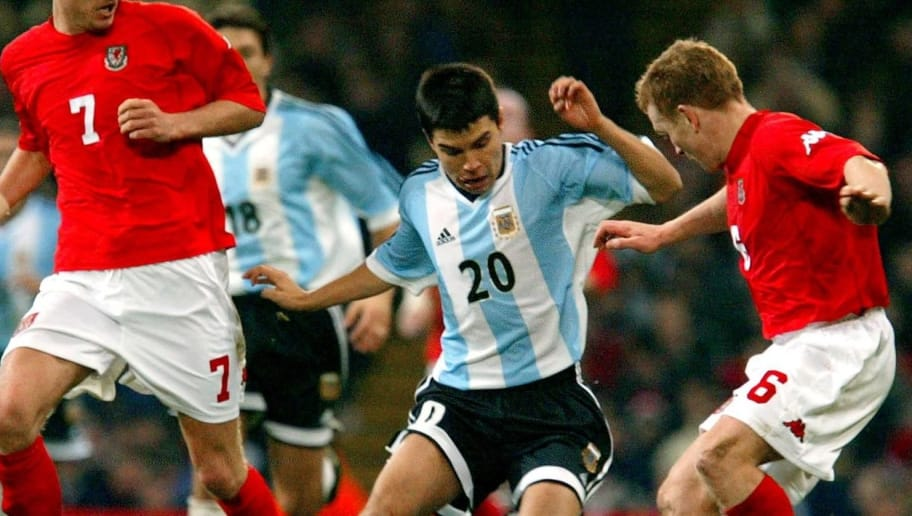 CARDIFF, UNITED KINGDOM:  Argentina's Javier Saviola (C) is challenged by Robbie Savage (L) and Mark Pembridge (R) of Wales to score during a friendly international at the Millenium stadium in Cardiff, 13 February 2002 . The match ended in a 1-1 draw. AFP PHOTO / Odd ANDERSEN (Photo credit should read Odd Andersen/AFP/Getty Images)