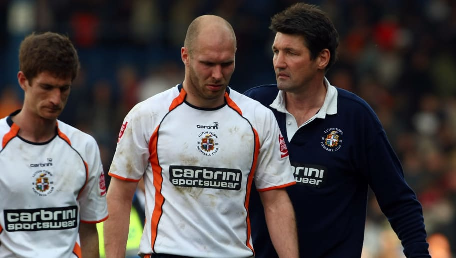 LUTON, ENGLAND - APRIL 13:  Luton Town manager Mick Harford consoles his dejected players after the Coca-Cola league two match between Luton Town and Chesterfield at Kenilworth Road on April 13, 2009 in Luton, England. Luton drew the match 0-0 and were subsequently relegated from the football league. (Photo by Clive Rose/Getty Images)