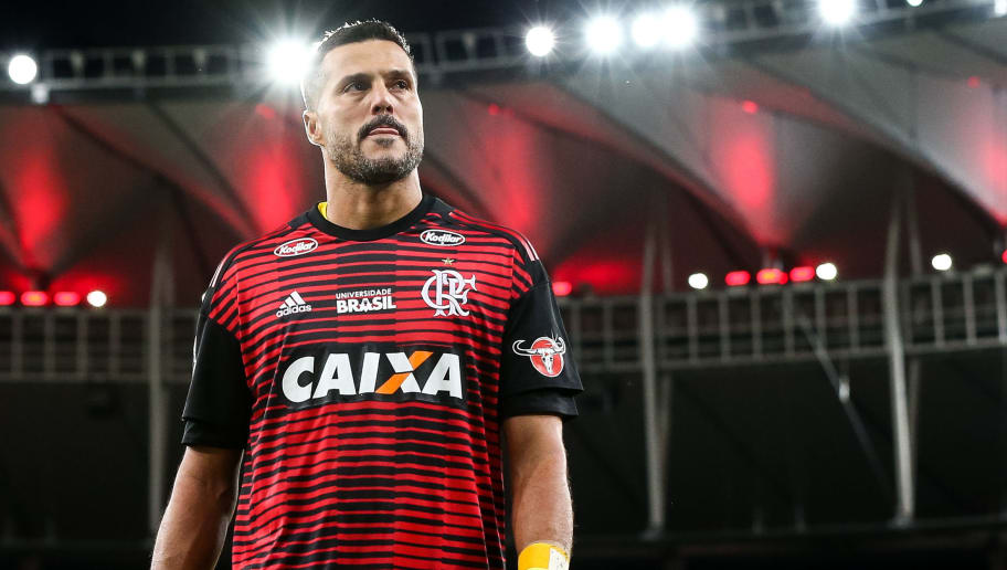 RIO DE JANEIRO, BRAZIL - APRIL 21: Goalkeeper Julio Cesar of Flamengo warms up before a match between Flamengo and America MG as part of Brasileirao Series A 2018 at Maracana Stadium on April 21, 2018 in Rio de Janeiro, Brazil. Julio Cesar makes today, his last game as a professional player. (Photo by Buda Mendes/Getty Images)