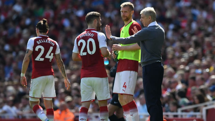 LONDON, ENGLAND - APRIL 22:  Arsene Wenger, Manager of Arsenal and Per Mertesacker talk to Shkodran Mustafi of Arsenal during the Premier League match between Arsenal and West Ham United at Emirates Stadium on April 22, 2018 in London, England.  (Photo by Shaun Botterill/Getty Images)