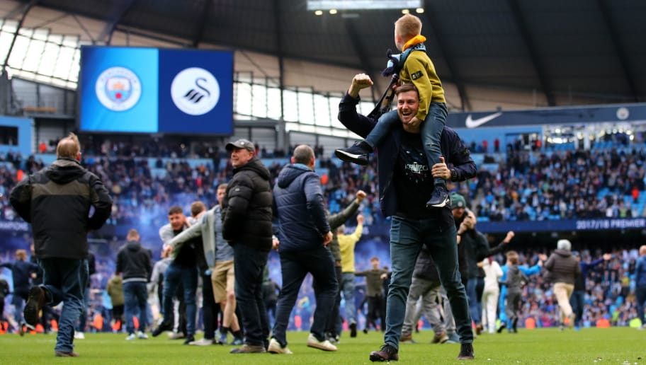 MANCHESTER, ENGLAND - APRIL 22:  Fans invade the pitch following the Premier League match between Manchester City and Swansea City at Etihad Stadium on April 22, 2018 in Manchester, England.  (Photo by Clive Brunskill/Getty Images)