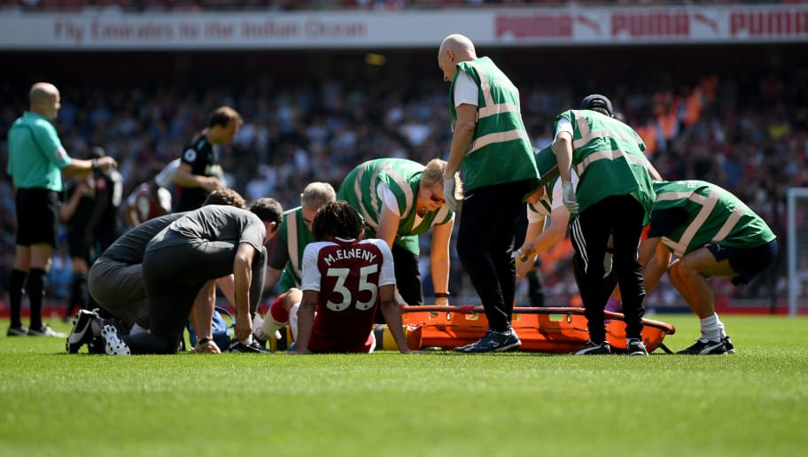 LONDON, ENGLAND - APRIL 22:  Mohamed Elneny of Arsenal receives treatment from the medical team during the Premier League match between Arsenal and West Ham United at Emirates Stadium on April 22, 2018 in London, England.  (Photo by Shaun Botterill/Getty Images)